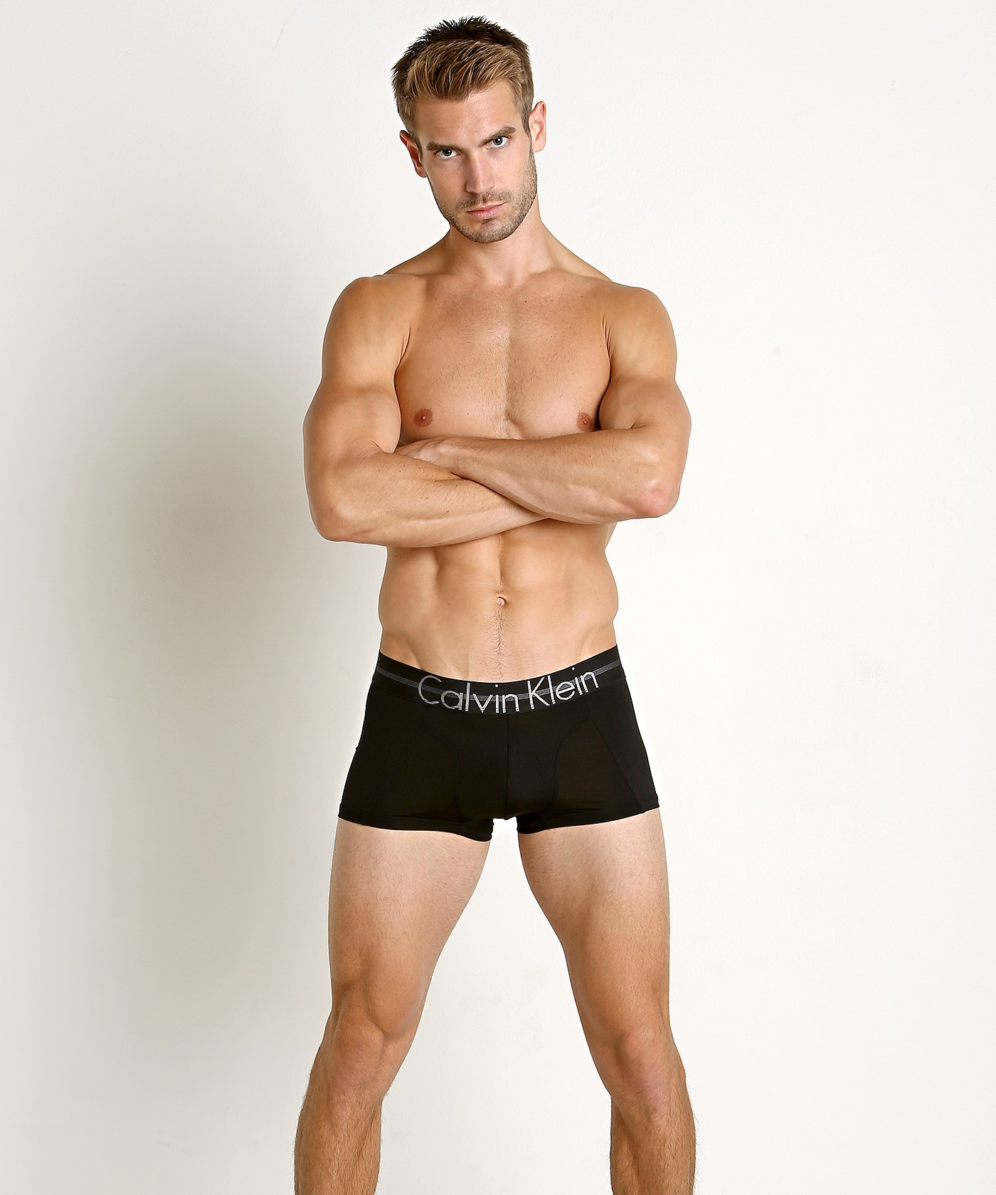 2calvin-klein-boxerky-focused-fit-cerne-nb1483a-001