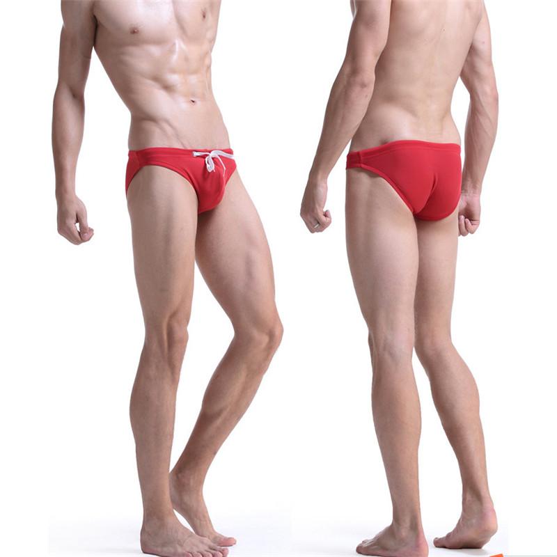 pohodlne-panske-slipove-plavky-s-ergonomickou-kapsou-cervena